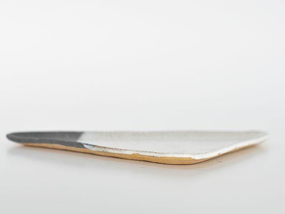苔玉の長三角皿