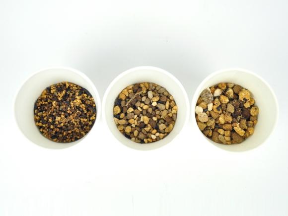 山野草の土【 中粒5mm-M 】オリジナル配合  重さ:1.8kg  内容量:2.1L