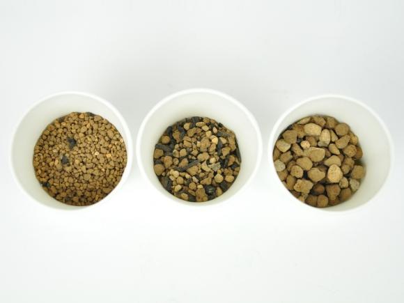 盆栽の土【 中粒5mm-S 】 オリジナル配合  重さ:700g  内容量:0.8L