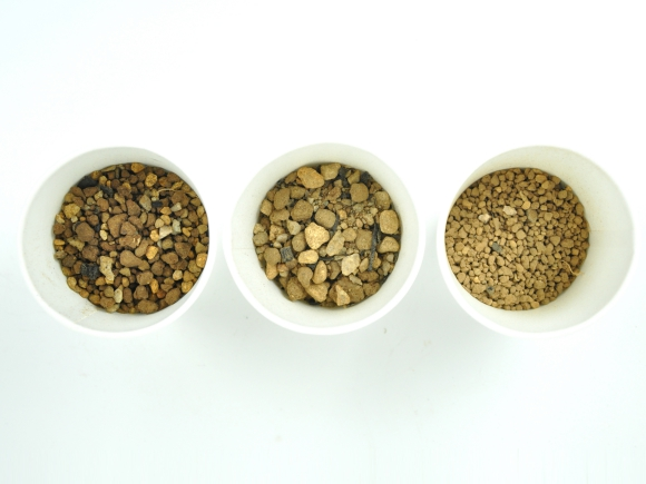 松盆栽の土 小品盆栽用【小粒3mm-M】オリジナル配合  重さ:1.6kg  内容量:1.6L