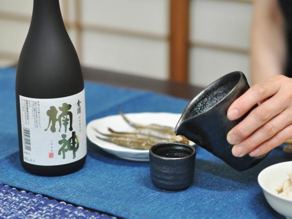 金陵 特別純米酒 楠神(くすかみ) 720ml 瀬戸内の老舗蔵元が厳選した水からつくる地酒