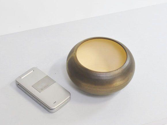 ゴールドの鉢
