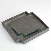 作家物 ビードロ釉角欠け黒皿 伊藤光伸作 幅16.2cm×高さ2.7cm